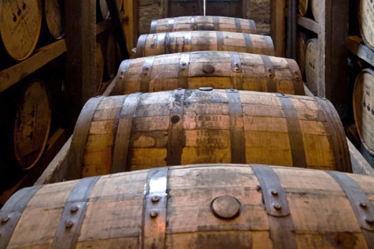 Rum dojrzewanie w beczkach