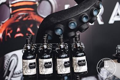 Kraken rum butelki na Rum Love Festiwal